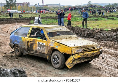 ZLATOUST, RUSSIA - SEPTEMBER 26: Buggy (No. 98) of team RallyFanClub during annual auto cross racing Championship of Chelyabinsk region on September 26, 2009 in Zlatoust, Chelyabinsk region, Russia.