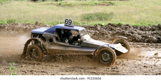 ZLATOUST, RUSSIA - SEPTEMBER 26: Buggy (No. 69) competes at the annual autocross racing Championship of Chelyabinsk region on September 26, 2009 in Zlatoust, Chelyabinsk region, Russia.