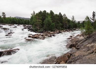 Zobrazit velký náhled Smazat   Norway's ravishing river - Shutterstock ID 1276095856