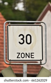 Zone 30 km h speed limit road sign