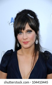 Zooey Deschanel  at the Los Angeles Premiere of '500 days of Summer'. Egyptian Theatre, Hollywood, CA. 06-24-09