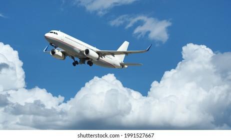 Zoomfoto von Passagierflugzeugen, die über tiefblauem bewölktem Himmel fliegen