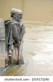The Zouave of the Bridge of Alma. Floods of the Seine, Bet, winter, 2018. Floods of the Seine, Paris (France).