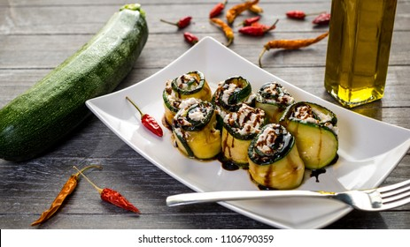 Zucchini rolls with peppers