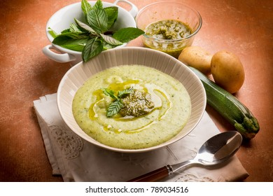 zucchinis soup with mint pesto