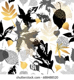 Autumn leaves seamless pattern. Hand drawn leaf silhouettes with doodle, grunge, scribble textures. Natural elements in golden, monochrome colors, background for fall design. Vector illustration