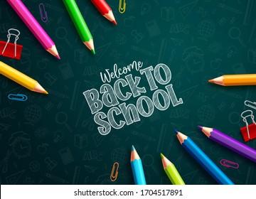 学校の色鉛筆のベクター画像デザインに戻ります。緑の教育パターンの背景に学校のテキストやカラフルな色の鉛筆、紙のクリップに戻ります。ベクターイラスト。