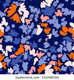 Bright floral seamless pattern. Abstract stylized blooming daisy flowers, leaf and petals. Simple geometric shapes as brush strokes. Sketch flat drawing. Flowers all over print.