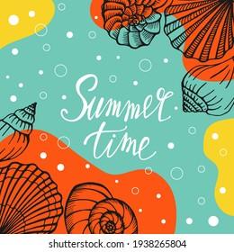 明るい夏のカード。 貝と手書きのテキストが入った美しい夏のポスター。 夏休みのカード。 ベクターイラスト。