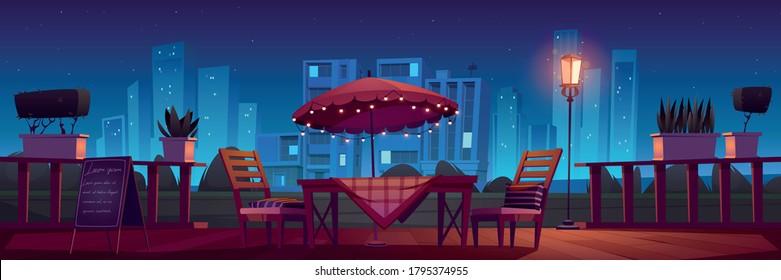 夜のテーブル、傘、椅子とカフェやレストランのテラス。 屋外カフェテリアとベクターカートーンイラスト。 夕方はカフェパティオと植物と花柄の灯りのある夏の町並み