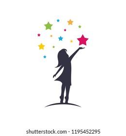Ein Kind nimmt ein Star-Logo-Design, Vektorsymbol Design-Symbol