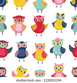 Colorful seamless pattern with adorable owls on white background. Backdrop with cartoon smart forest birds. Childish vector illustration in flat style for wrapping paper, fabric print, wallpaper.