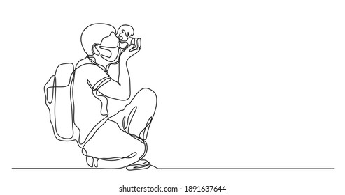continuous line drawing of amateur photographer wearing face mask making pictures