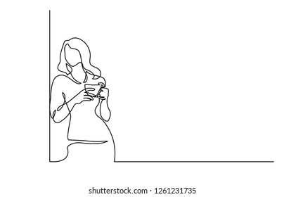 Continuous one line drawing. Woman relaxing with cup of tea. Vector illustration