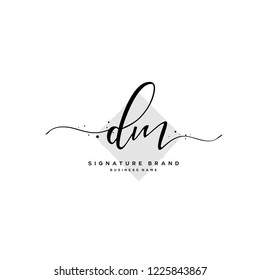 D M DM Initial letter handwriting and  signature logo.