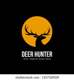 deer hunter logo design template. vector illustration of deer head silhouette on circle, night moon concept. hunter club, deer hunting, animal wildlife symbol icon