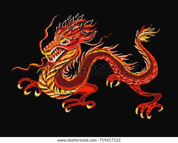 Image Vectorielle De Stock De Motif Broderie Colore Avec Dragon Chinois 719657122