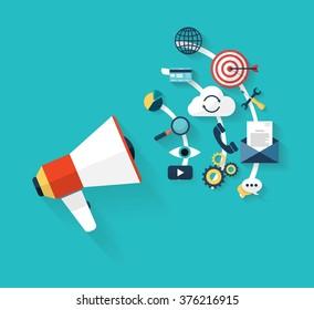 Flaches Design stylische Vektorgrafik-Megaphon mit Symbolen von Social Media Marketing, digitales Marketing, Online-Werbung, kreatives Business-Internet-Strategie und Marktförderung Entwicklung.