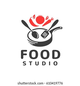 Food studio vector logo. Kitchen tools. Food icon. Cooking logo. Restaurant vector logo template. Cafe logo. Pan icon.
