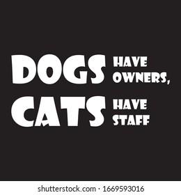 Die lustige Phrase zum Druck auf T-Shirts. Hunde haben Besitzer, Katzen haben Mitarbeiter. Stilvolles Design für die Platzierung von Kleidung und Sachen. Schönes Zitat. Motivationsaufruf für die Platzierung auf Plakaten und Aufklebern.