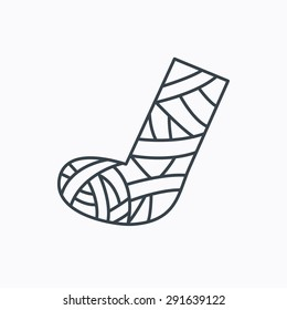 Gypsum or cast foot icon. Broken leg sign. Human recovery medicine symbol. Linear outline icon on white background. Vector