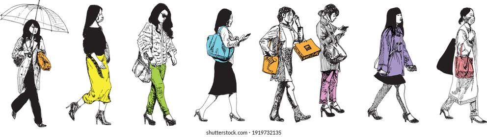 illustration à l'encre dessinée à la main de huit femmes d'Asie urbaine marchant, colorées sur fond blanc - elles portent des sacs à main, des sacs à main et divers sacs d'achats (également un parapluie)