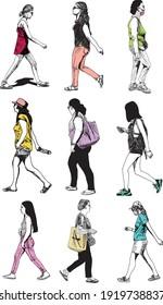 illustration à l'encre dessinée à la main de neuf femmes urbaines marchant, colorées et isolées sur fond blanc, elles portent des vêtements d'été et des chaussures urbaines, ainsi que divers sacs, sacs à main et un sac à dos