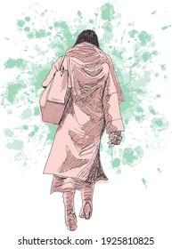 illustration à l'encre dessinée à la main d'une femme marchant, elle montre son dos, vêtue de vêtements d'hiver beiges (manteau, jupe et bottes à talon élevé), portant un sac à épaule beige, sur fond grunge vert
