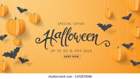 "Happy Halloween calligraphy with paper bats and pumpkins. banners party invitation.Vector illustration.calligraphy of ""halloween"""