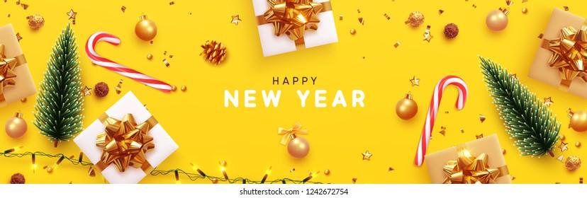 С Новым годом баннер, Xmas игристые огни гирлянды с подарочной коробкой и золотой мишурой. Горизонтальные рождественские плакаты, поздравительные открытки, заголовки, веб-сайт. Объекты, просматриваемые сверху. Плоский слой, вид сверху