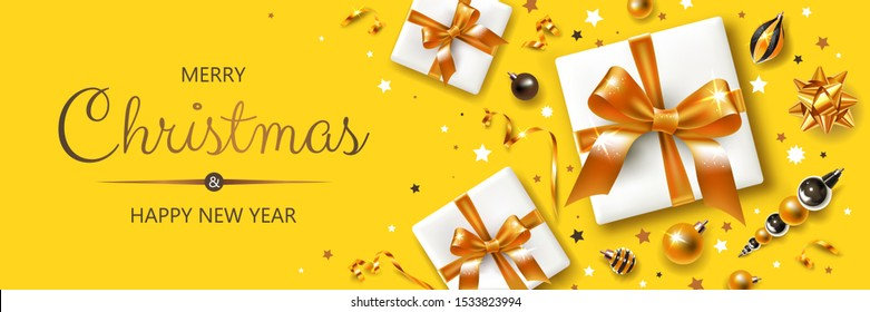 Horizontaler Banner mit goldenen und silbernen Weihnachtssymbolen und -texten. Geschenke, Dekoration und andere festliche Elemente auf gelbem Hintergrund.