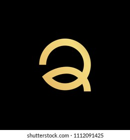 Initial letter Q minimalist art logo, gold color on black background