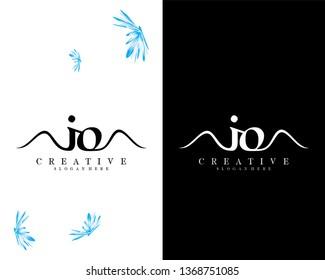 io/oi letter creative logo design vector