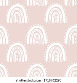 Kinder handgezeichnet nahtloses Muster mit rosafarbenen pastellfarbenen Regenbögen. Sommerhintergrund. Vektorgrafik für Babydesign. Skandinavischer Stil.