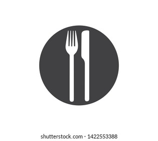 Knife and fork on the plate, icon.