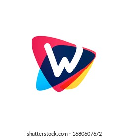 Letter W logo in dynamic triangle intersection shape. Vector icon perfect for sport labels, delivery posters and vibrant identity, etc.