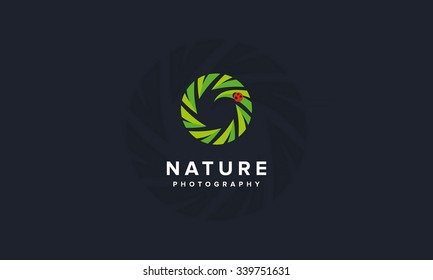Modern professional nature and wildlife photography logo