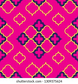 Moroccan Quatrefoil Seamless Pattern In Fuchsia And Gold. Mosaic Motif Ogee For Ethnic Background. Suitable For Decorating Baby Shower Card, Wedding, Surface Design, Fabrics, Textiles Wrapping Paper