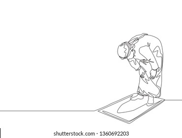One single line drawing of muslim person pray salat on sajadah at ruku position in shmag traditional Arab cloth. Eid Mubarak greeting card concept continuous line draw design illustration