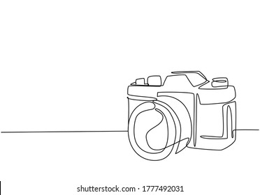 One single line drawing of old retro analog slr camera with telephoto lens. Vintage classic photography equipment concept continuous line draw graphic design vector illustration