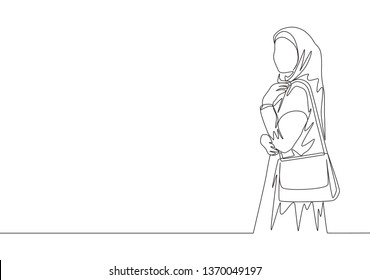 One single line drawing of young happy muslimah on Islamic cloth carrying a purse ready to hangout. Pretty Asian women model in trendy hijab fashion concept continuous line draw design illustration