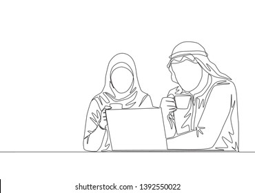 One single line drawing of young muslim and muslimah workers discussing at office. Arab middle east male and female cloth kandura, shemag, hijab and veil. Continuous line draw design illustration