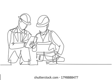 One single line drawing of young construction manager do short brief to builder coordinator. Building architecture business concept. Continuous line draw design vector graphic illustration
