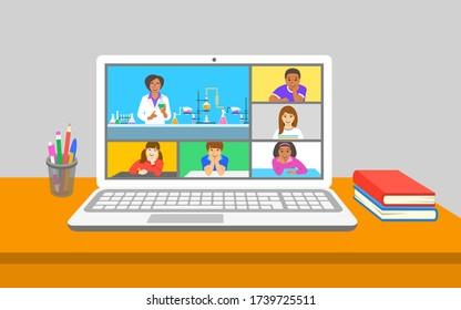 Online-Bildung virtuelle Chemie-Klasse Telekonferenz. Kinder bleiben zu Hause und beobachten Chemielehrer, wie ein chemisches Experiment in der Nähe von Teströhren erklärt wird. Fernunterricht während der Quarantäne von Coronavirus.