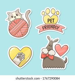 """Pegatinas amigables para mascotas. Diseño de etiquetas lindas dibujadas a mano: gato con bola de lana, pepita dentro de un corazón, huella con el texto """"amistoso con las mascotas"""" y un perro elegante con un corazón en la espalda."""