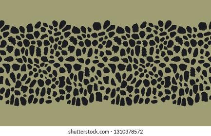Seamless horizontal animal print background. Vector pattern.