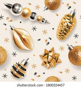 Nahtloses Muster mit goldenem Weihnachtsdekor - Bälle, Tannenzapfen, Schneeflocken, Eisräder und andere festliche Elemente auf hellem Hintergrund.