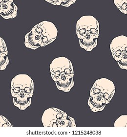 Seamless pattern with horrible realistic human skulls on dark background. Backdrop with frightening dead heads. Halloween monochrome vector illustration for wrapping paper, wallpaper, textile print.