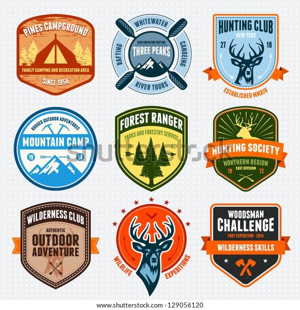 Набор значков приключений на открытом воздухе и эмблем логотипа охоты