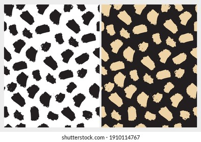 Simple Geometric Seamless Vector Pattern with Light Gold Hand Drawn Spots Isolated on a Black Background. Black Brush Daubs on White Layout. Irregular Scirbbles Print ideal for Fabric, Textile.